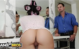 BANGBROS - Hot Pornstar Relating to Hair Curlers, Rachel Starr, Banged Before Heading Out