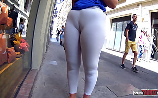 Brutal cameltoe in the streets