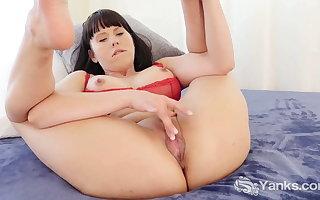 Yanks Cutie Amber Track Masturbating