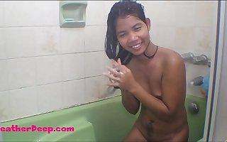 HD Heather deep dildo anal squrit apropos bathtub