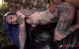 HO HUNTERS - Tattooed ghost Amber Luke wants to have a passion