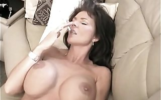 Deauxma Smoking Hot