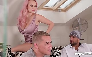 Anal inspectors double penetrate busty bombshell Angel Wicky be incumbent on cumshots