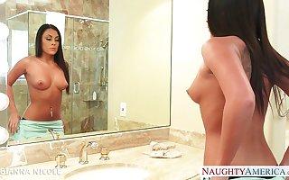 Stockinged cosset Gianna Nicole fuck round bath